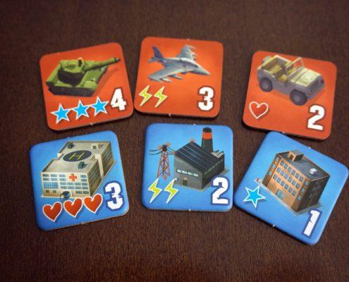 Różne rodzaje budynków i jednostki militarne
